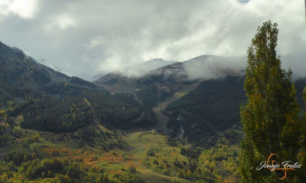 P1190829 1024x613 - Y Leslie deja nieve en Cerler, Valle de Benasque.