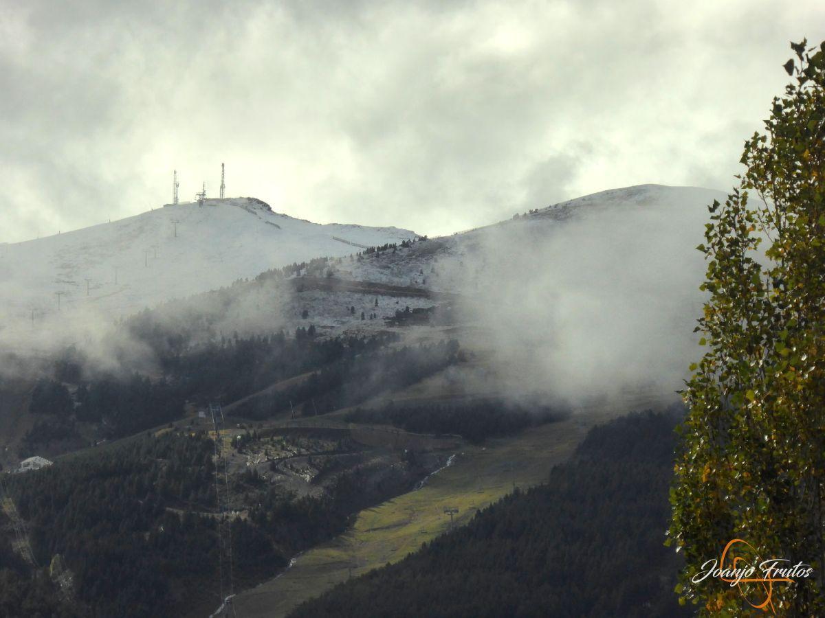 P1190831 - Y Leslie deja nieve en Cerler, Valle de Benasque.