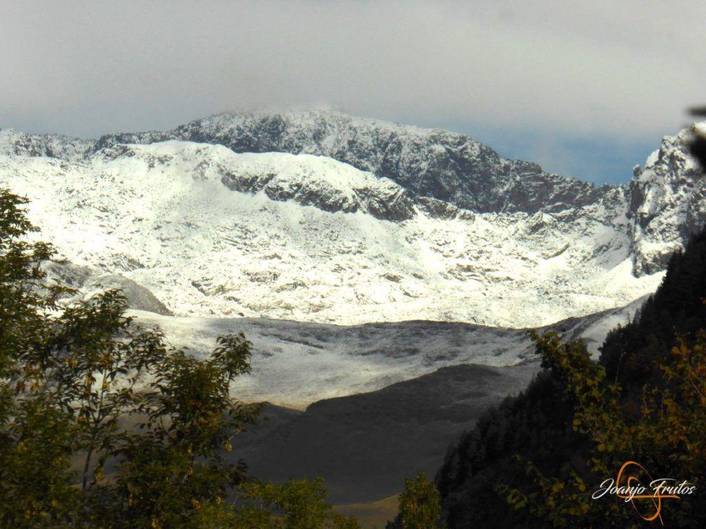 P1190836 1024x768 - Y Leslie deja nieve en Cerler, Valle de Benasque.
