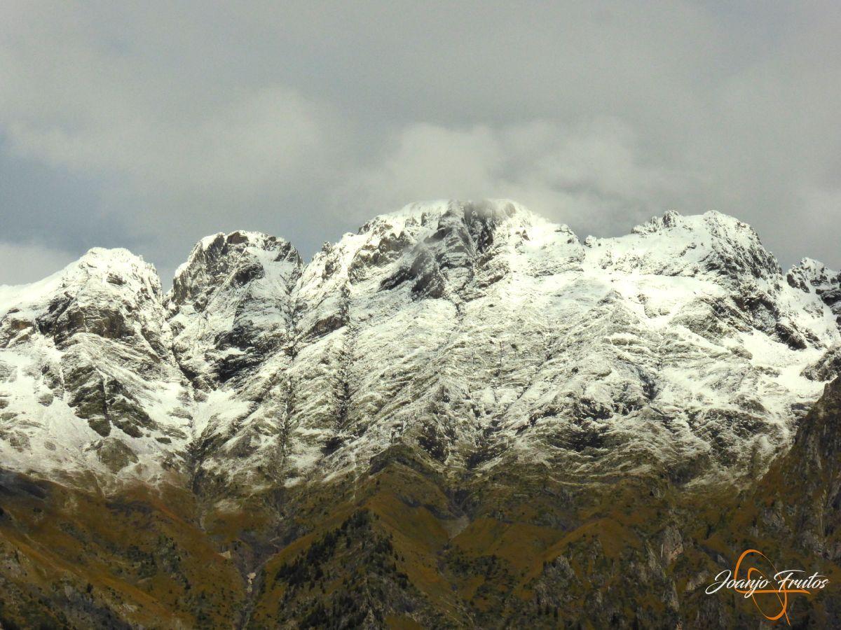 P1190837 - Y Leslie deja nieve en Cerler, Valle de Benasque.