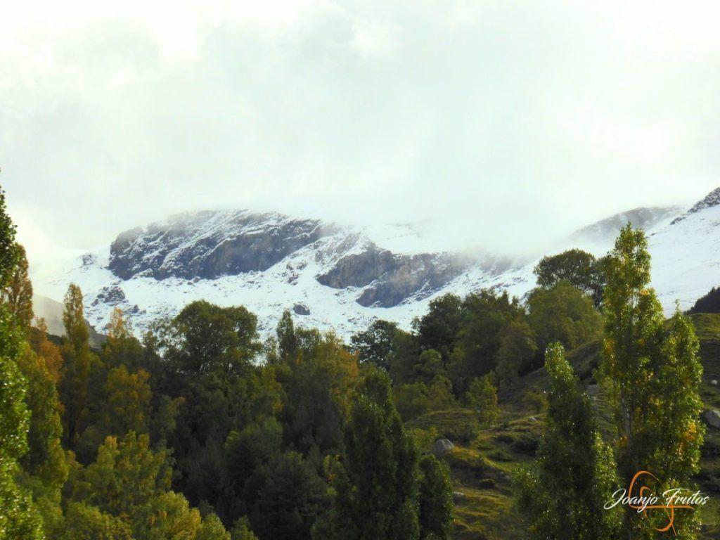 P1190840 1024x768 - Y Leslie deja nieve en Cerler, Valle de Benasque.