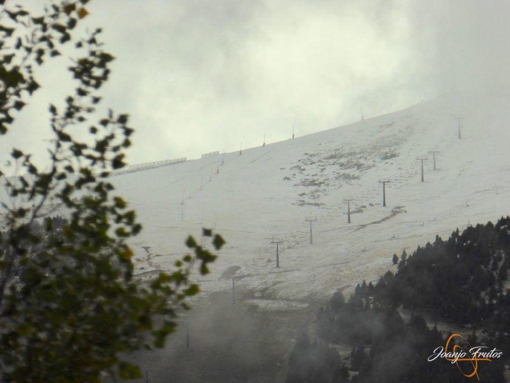 P1190841 1024x768 - Y Leslie deja nieve en Cerler, Valle de Benasque.