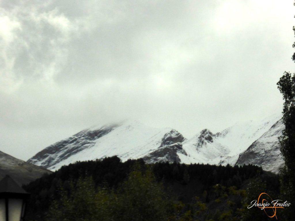 P1190842 1024x768 - Y Leslie deja nieve en Cerler, Valle de Benasque.