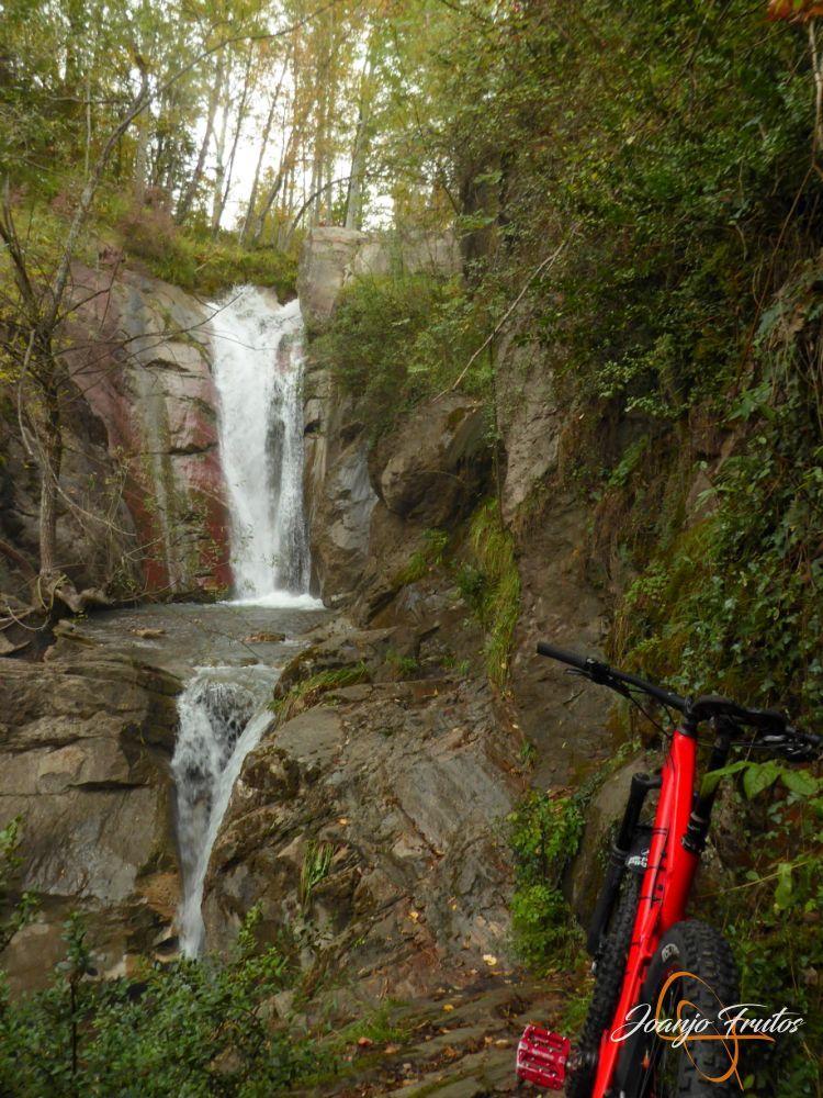 P1190853 - Cerca de Castejón de Sos, pedaleando ...