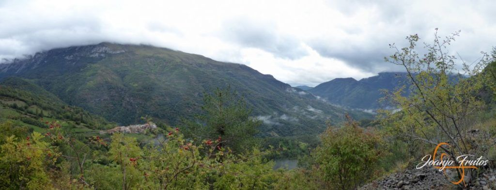 Panorama 1 001 1024x393 - Paseo por la Aigüeta de Barbaruens.