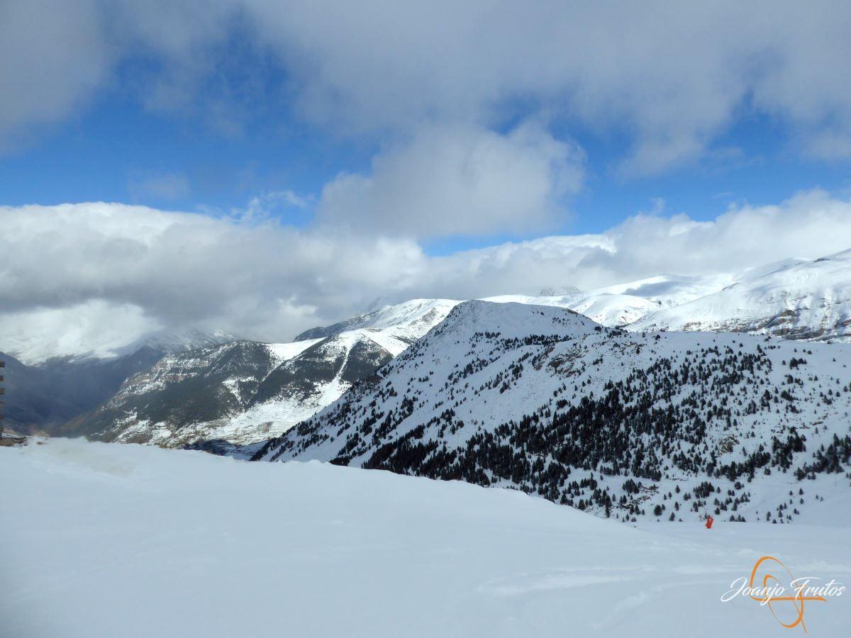 P1200486 - Tercer día, en Cerler se esquía nieve polvo.