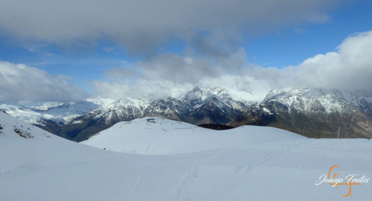 P1200490 - Tercer día, en Cerler se esquía nieve polvo.