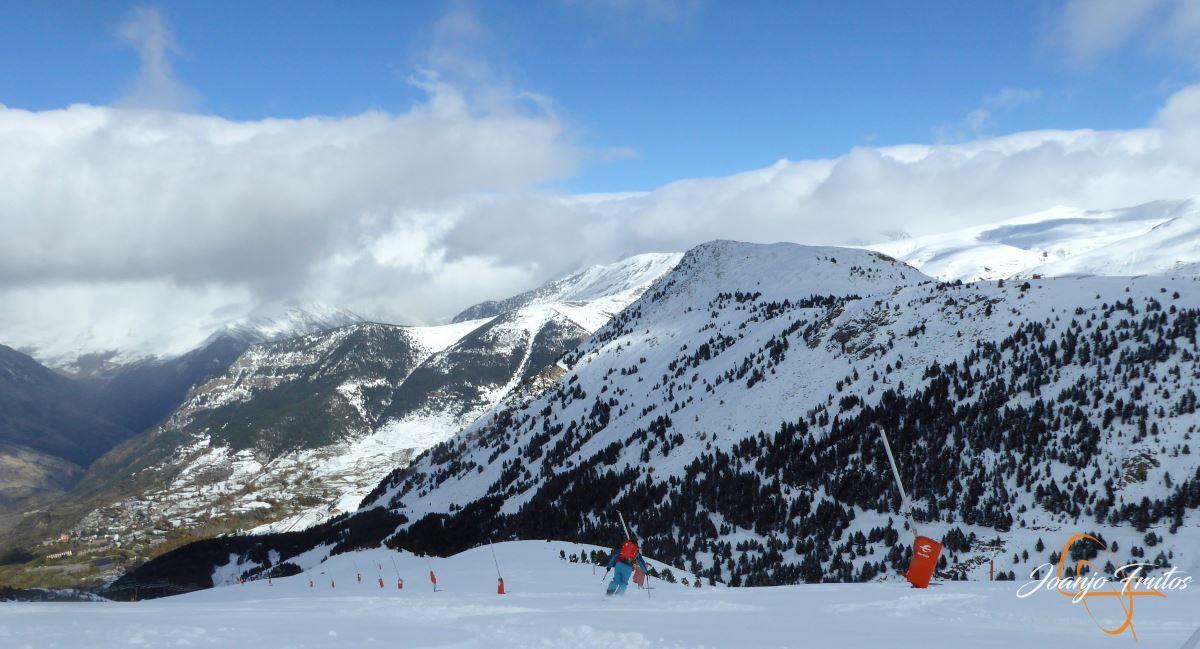 P1200499 - Tercer día, en Cerler se esquía nieve polvo.