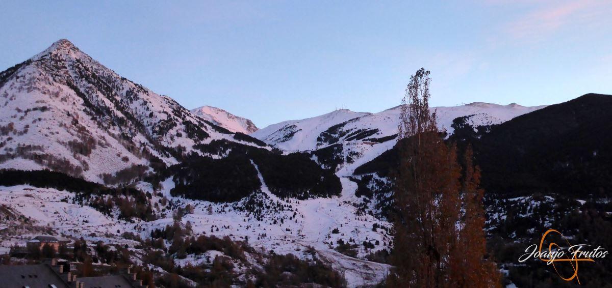 P1200571 - Cuarta esquiada en Cerler, aún con nieve polvo.