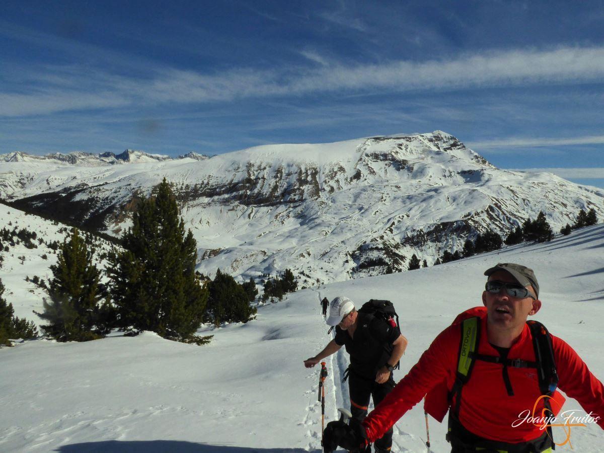 P1200577 - Cuarta esquiada en Cerler, aún con nieve polvo.