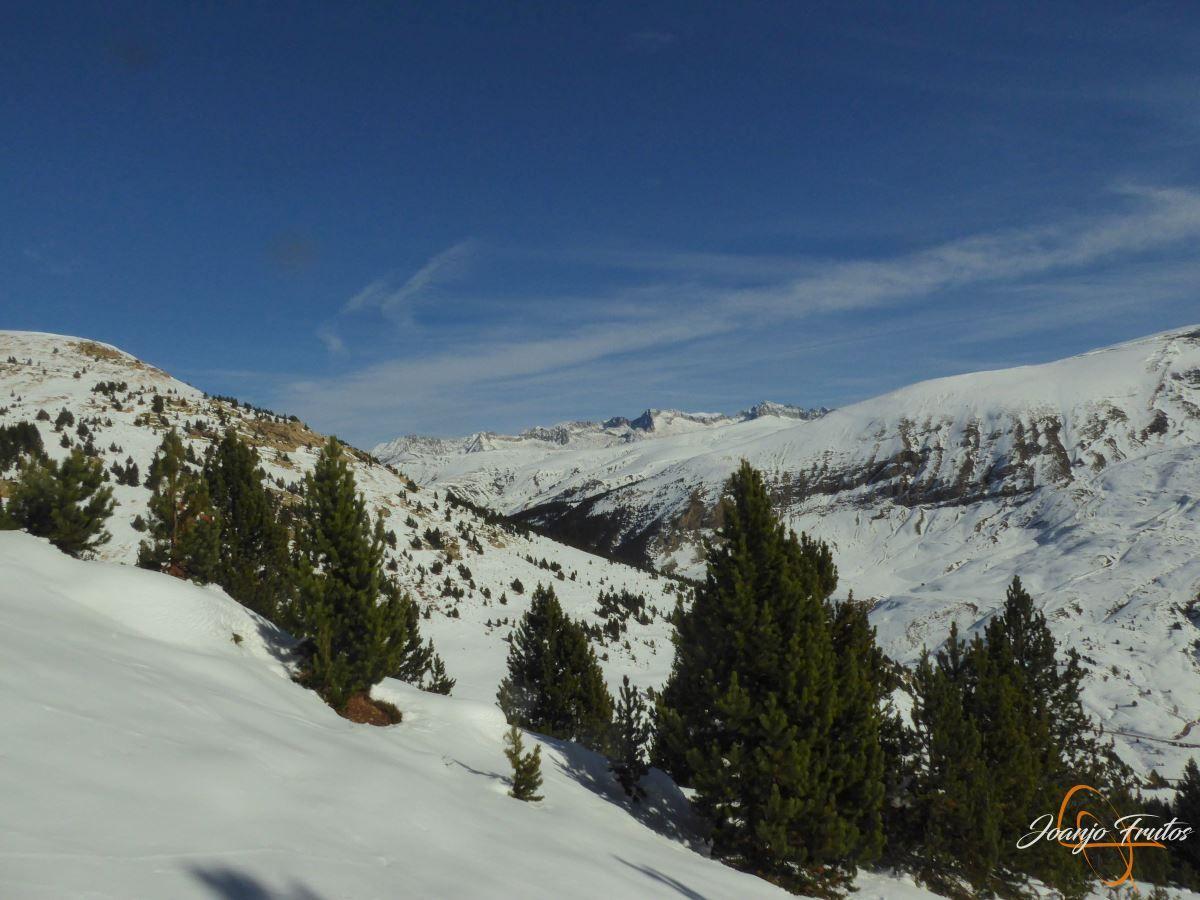 P1200583 - Cuarta esquiada en Cerler, aún con nieve polvo.