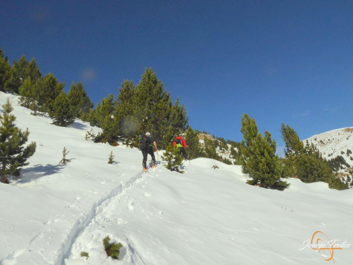 P1200585 - Cuarta esquiada en Cerler, aún con nieve polvo.
