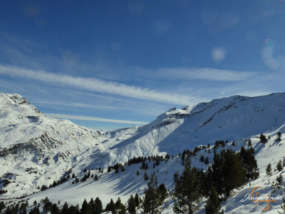 P1200594 - Cuarta esquiada en Cerler, aún con nieve polvo.