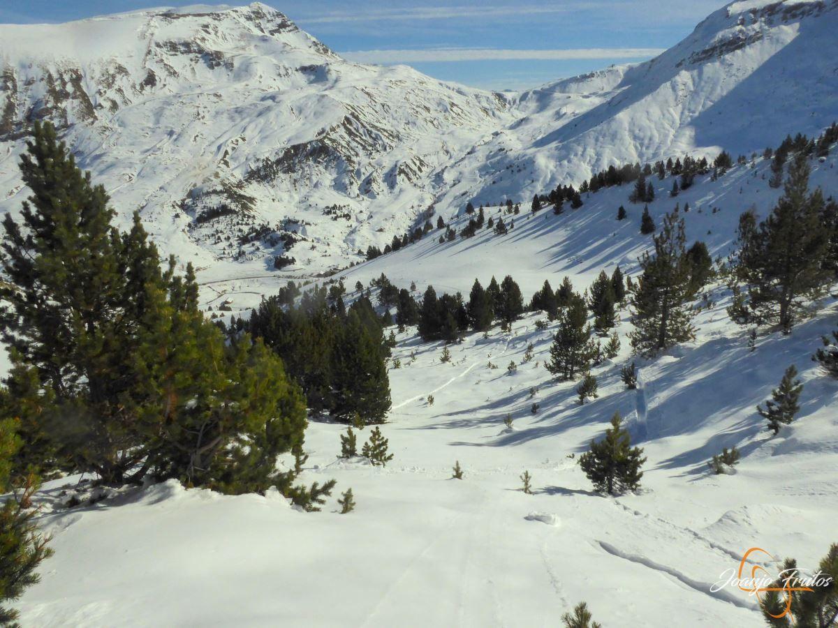 P1200595 - Cuarta esquiada en Cerler, aún con nieve polvo.