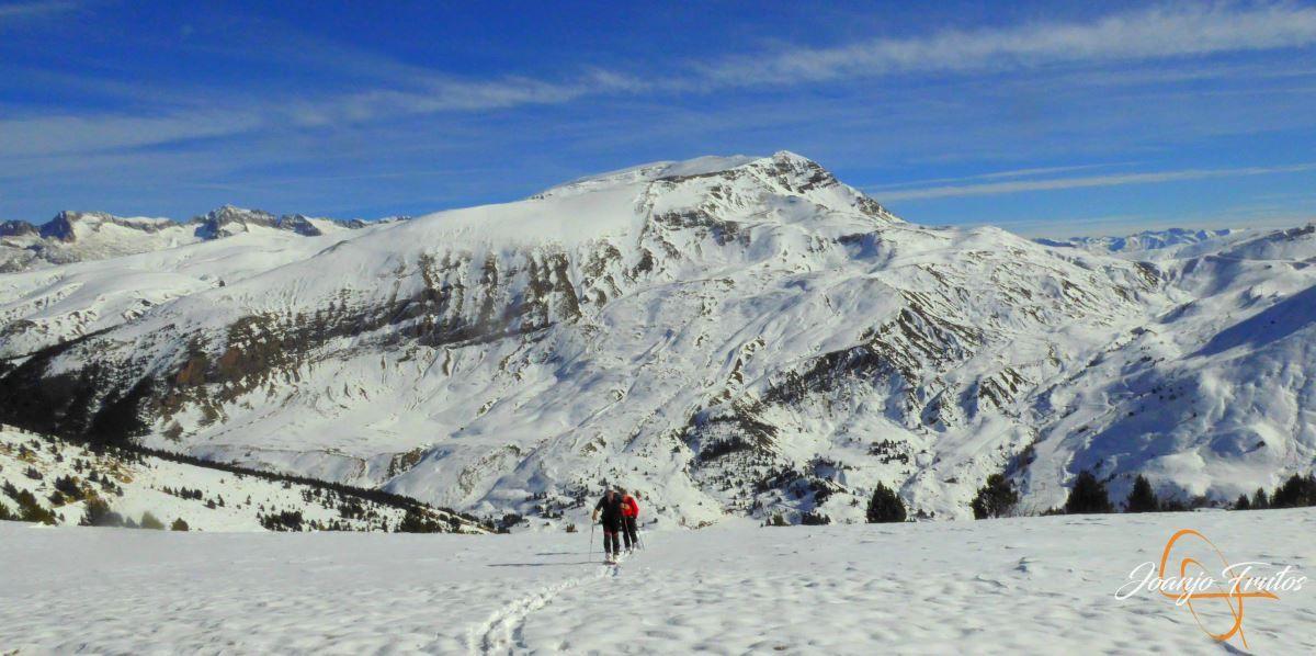 P1200596 - Cuarta esquiada en Cerler, aún con nieve polvo.