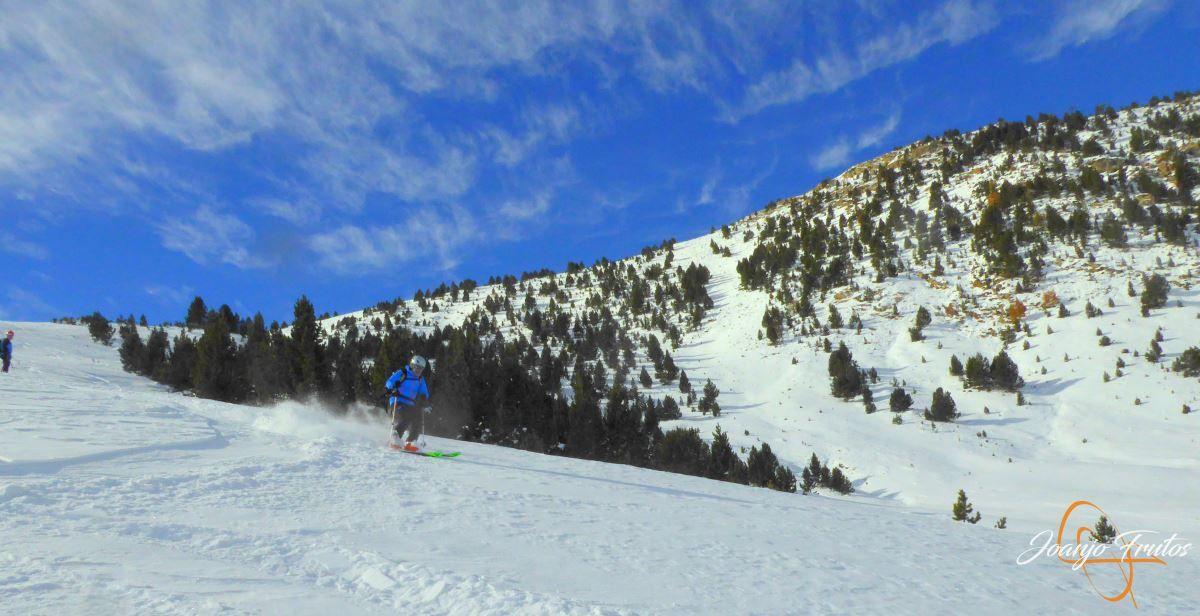 P1200604 - Cuarta esquiada en Cerler, aún con nieve polvo.