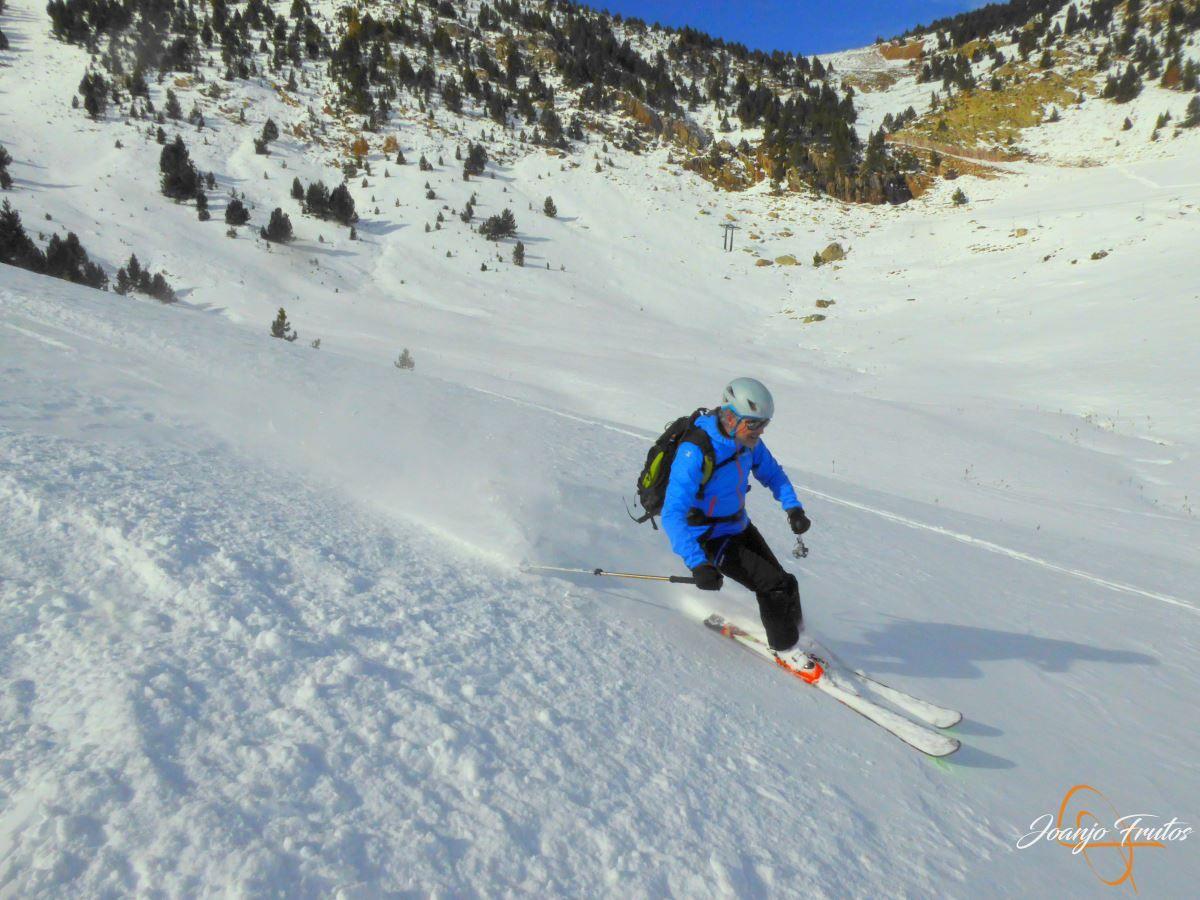 P1200605 - Cuarta esquiada en Cerler, aún con nieve polvo.