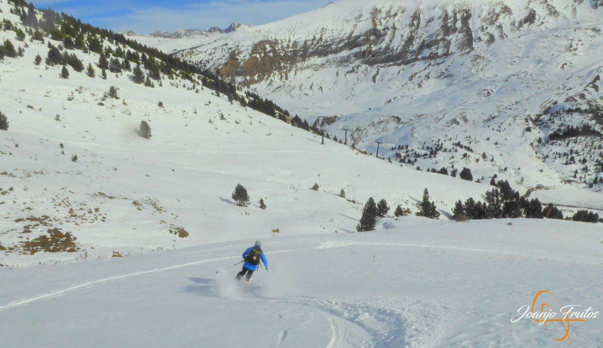 P1200606 - Cuarta esquiada en Cerler, aún con nieve polvo.