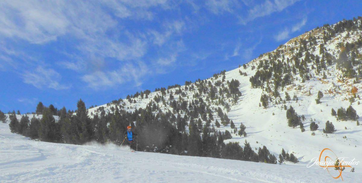 P1200607 - Cuarta esquiada en Cerler, aún con nieve polvo.