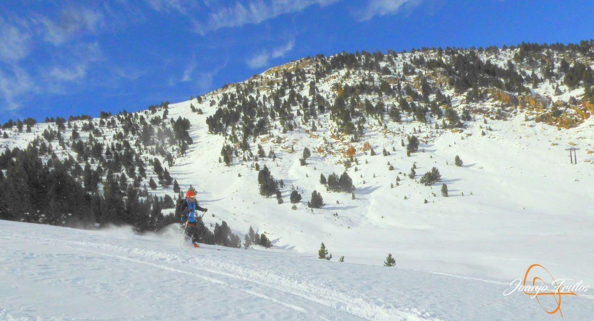 P1200608 - Cuarta esquiada en Cerler, aún con nieve polvo.