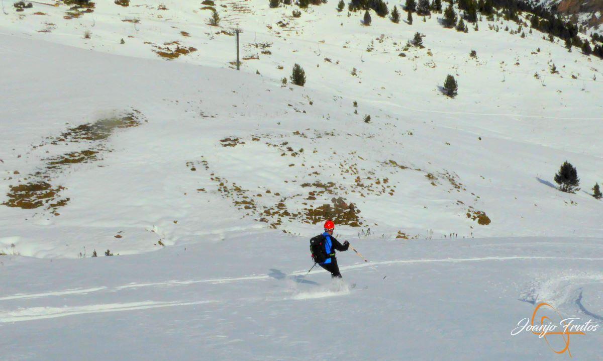 P1200610 - Cuarta esquiada en Cerler, aún con nieve polvo.