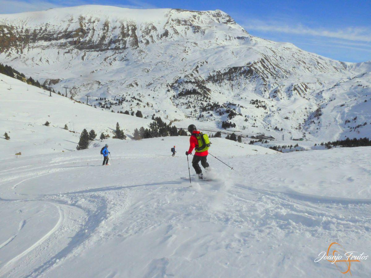 P1200612 - Cuarta esquiada en Cerler, aún con nieve polvo.