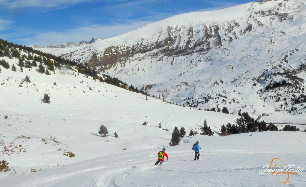 P1200614 - Cuarta esquiada en Cerler, aún con nieve polvo.