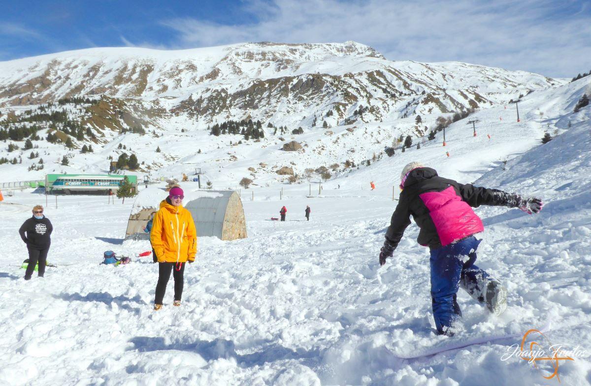 P1200624 - Cuarta esquiada en Cerler, aún con nieve polvo.
