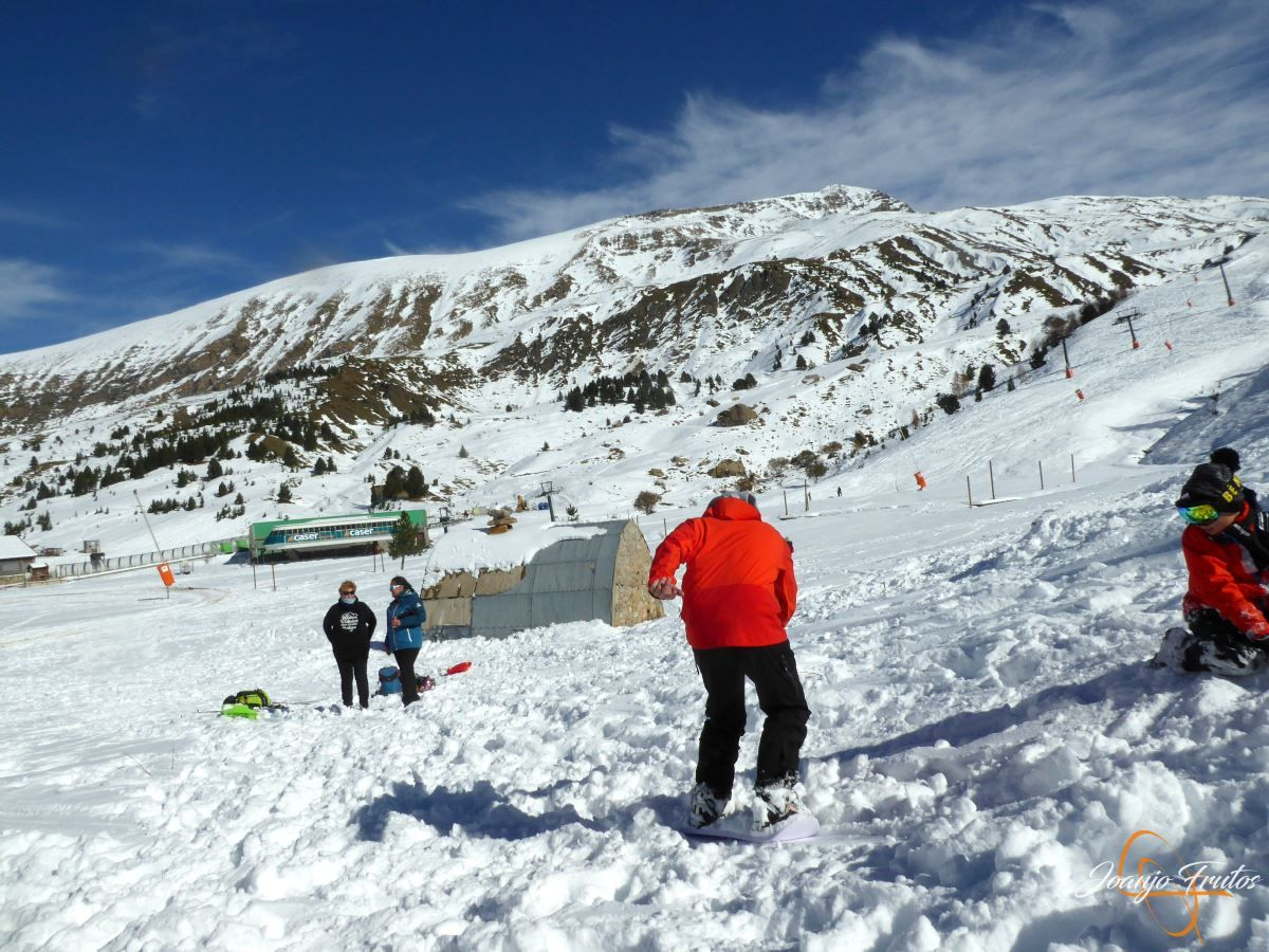 P1200629 - Cuarta esquiada en Cerler, aún con nieve polvo.