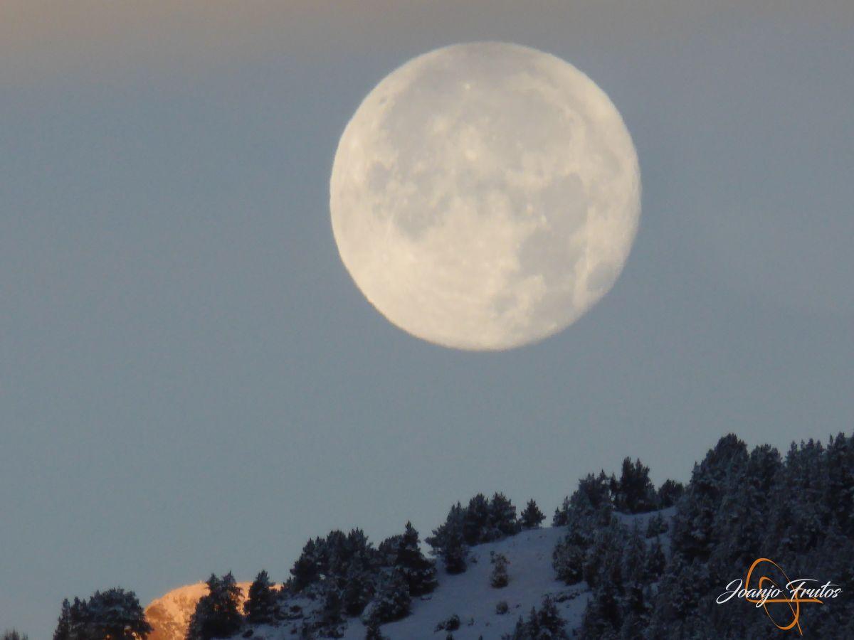 P1210475 - Luna llena de NOV18 desde Cerler.