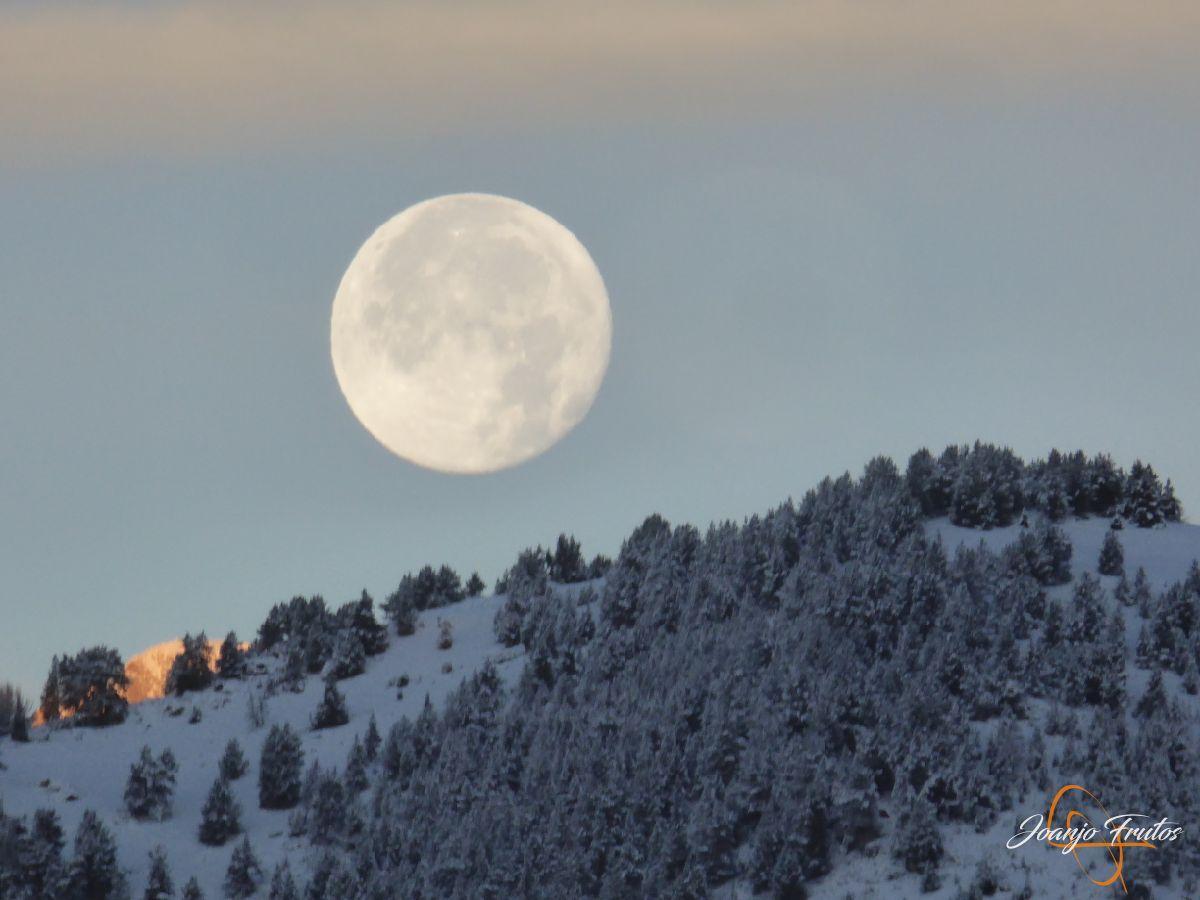 P1210477 - Luna llena de NOV18 desde Cerler.