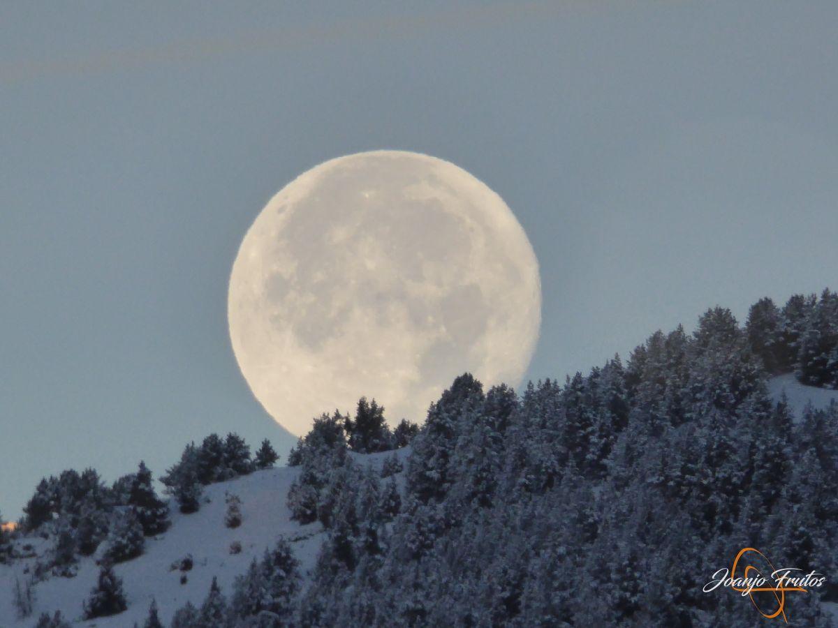 P1210483 - Luna llena de NOV18 desde Cerler.