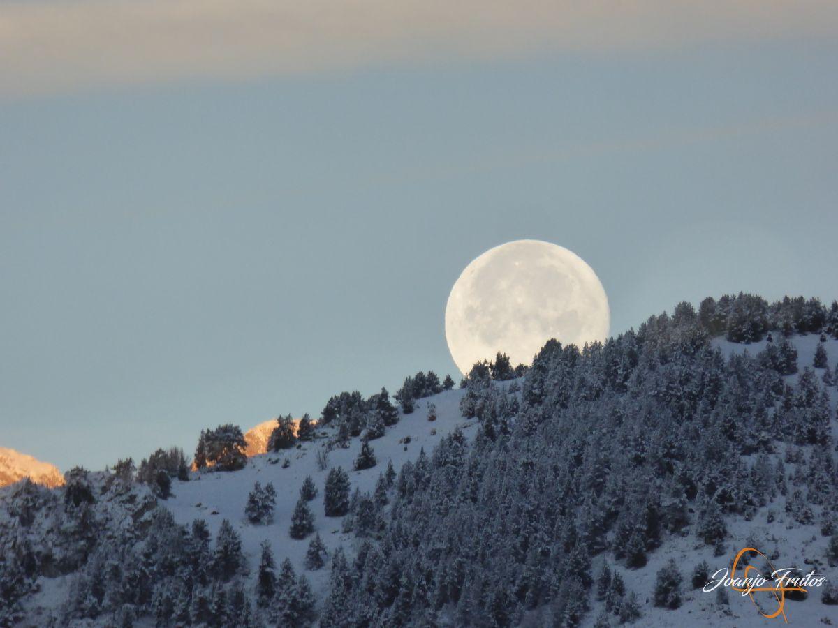 P1210485 - Luna llena de NOV18 desde Cerler.