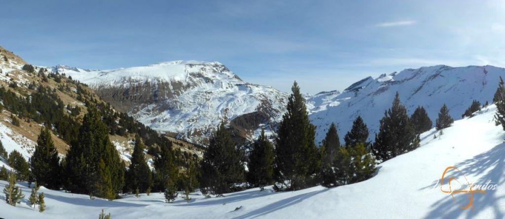 Panorama 2 001 1 1024x445 - Travesía corta y con nieve virgen en Cerler.
