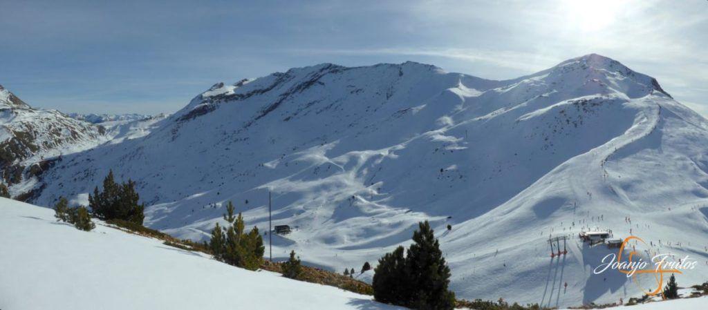 Panorama 3 001 1 1024x449 - Travesía corta y con nieve virgen en Cerler.