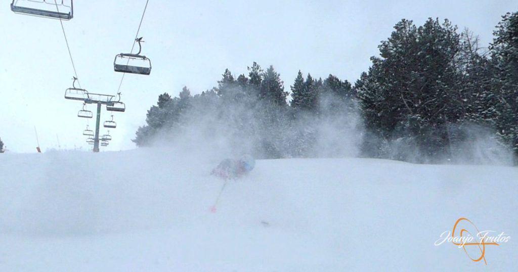 P1220609 1024x538 - Y entró la nevada deseada en Cerler.