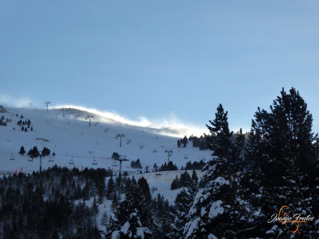 P1220622 1024x768 - Y entró la nevada deseada en Cerler.