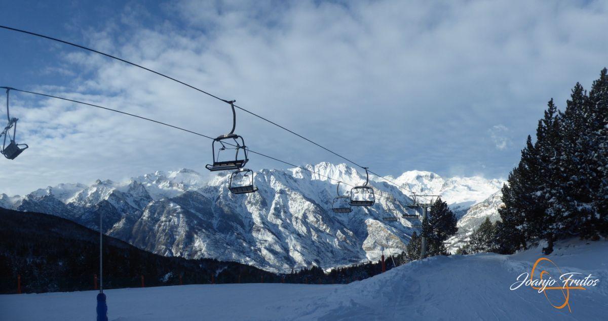 Panorama 1 - Y entró la nevada deseada en Cerler.