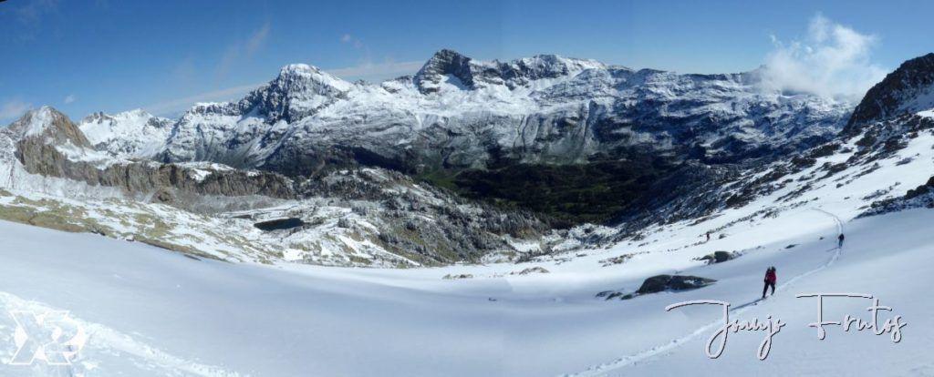 """Panorama 4 1024x414 - Maladetas, encontrando el """"powder"""" en junio."""