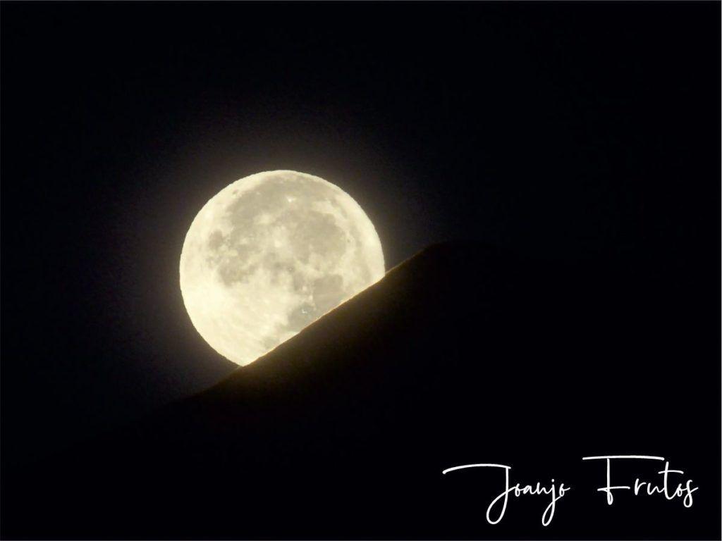 LUNA 12 2 1024x768 - Madrugas y te encuentras la Luna.