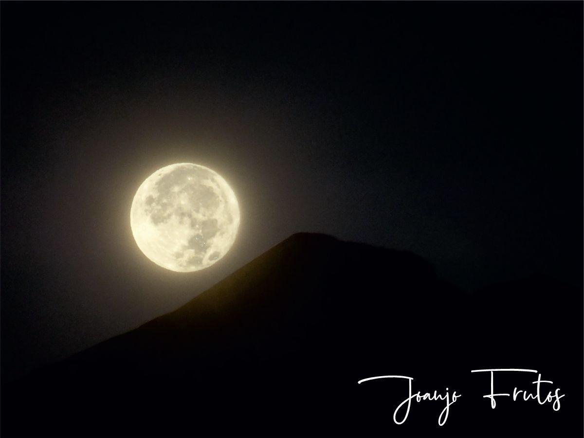 LUNA 9 2 - Madrugas y te encuentras la Luna.