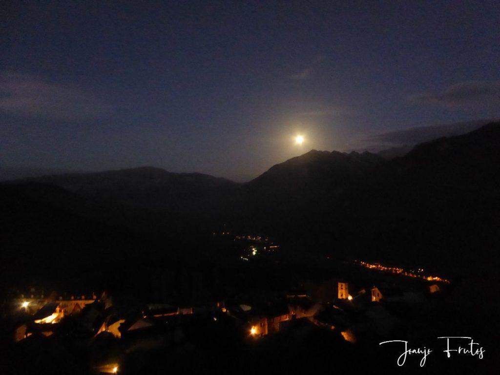 P1290744 2 1024x768 - Madrugas y te encuentras la Luna.