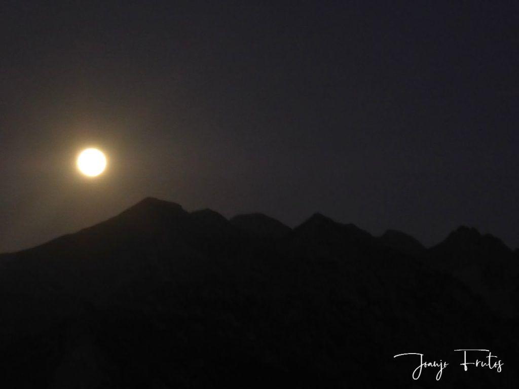 P1290755 1 1024x768 - Madrugas y te encuentras la Luna.