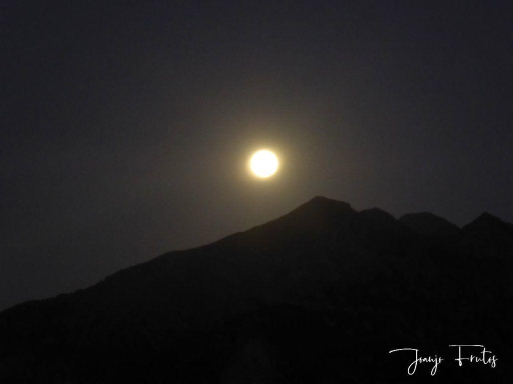 P1290756 1 1024x768 - Madrugas y te encuentras la Luna.