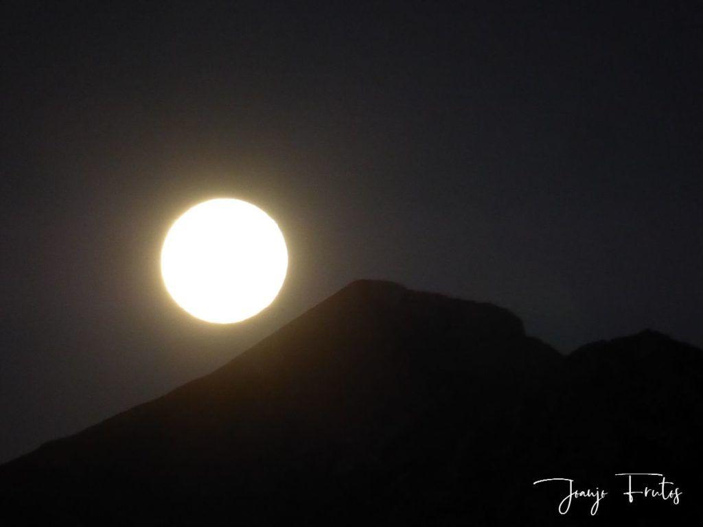 P1290767 1 1024x768 - Madrugas y te encuentras la Luna.