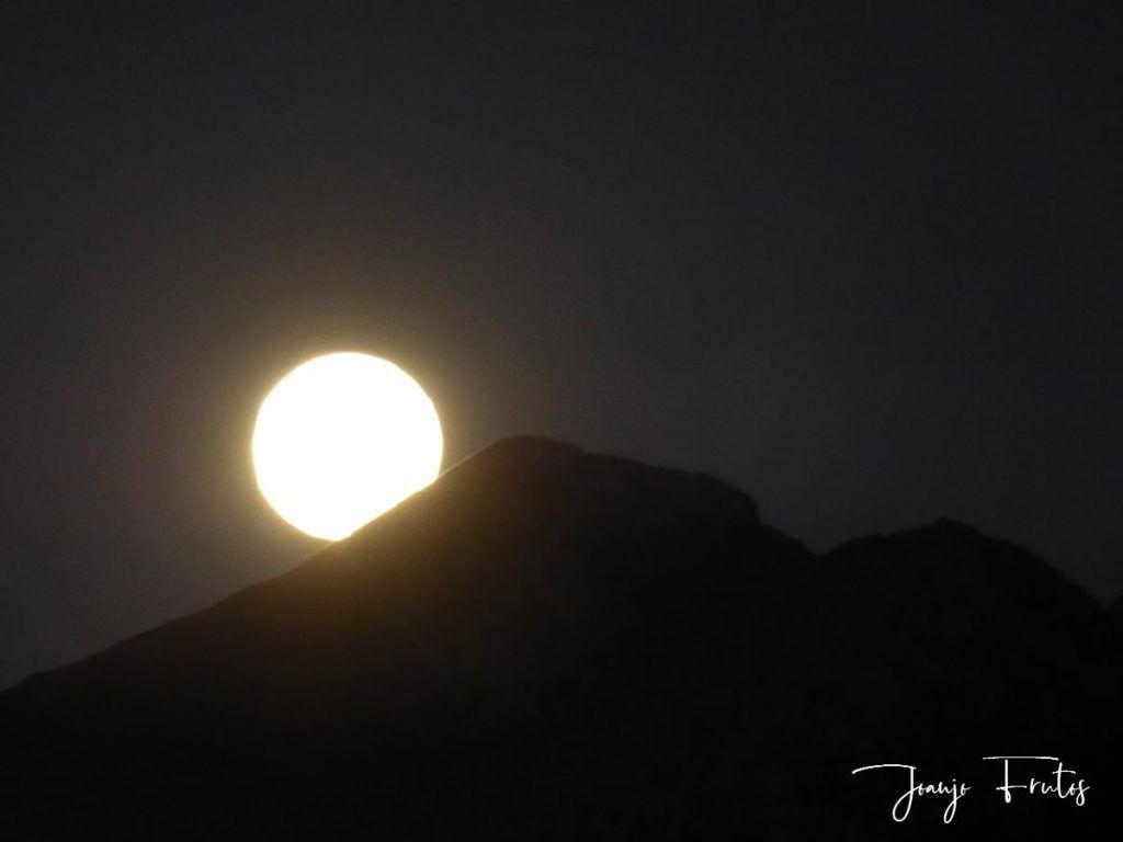 P1290770 1 1024x768 - Madrugas y te encuentras la Luna.