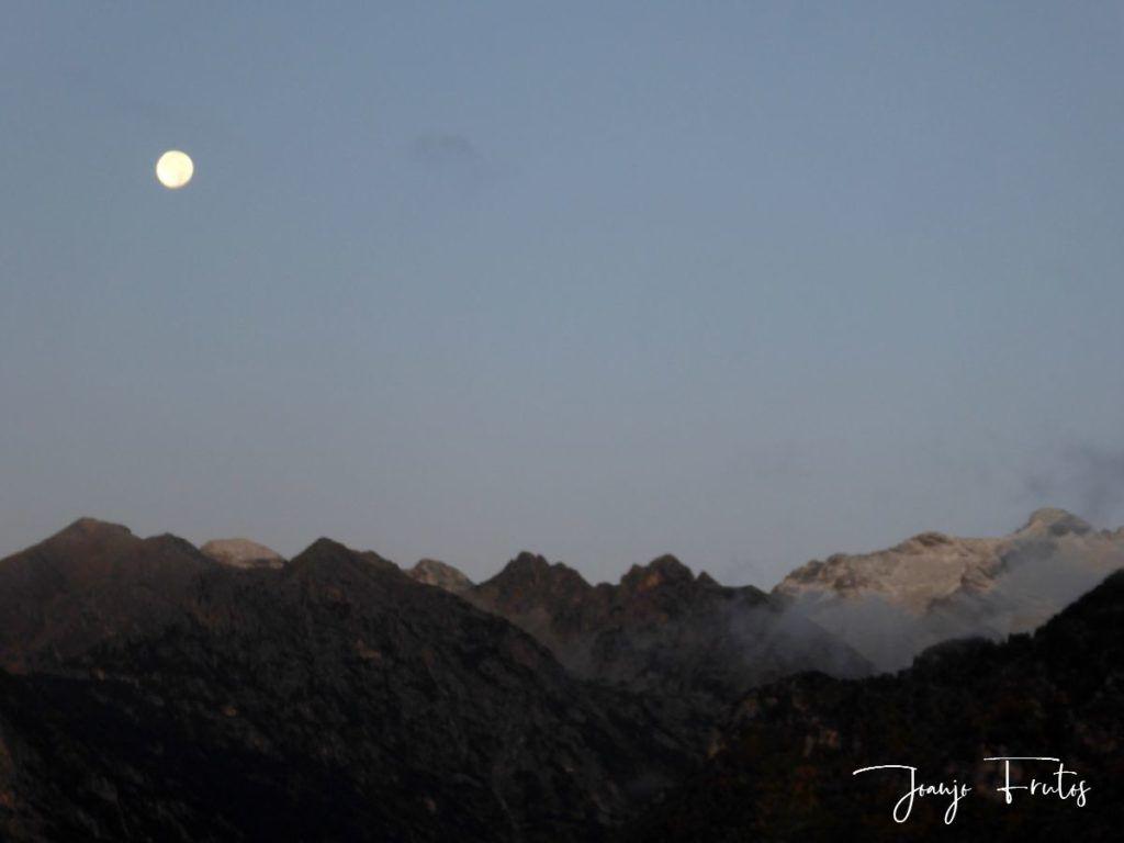 P1290794 1024x768 - Luna y nieve en el ValledeBenasque.
