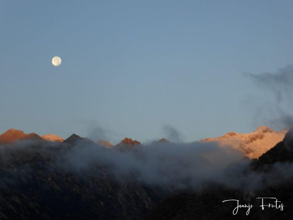 P1290806 1024x768 - Luna y nieve en el ValledeBenasque.