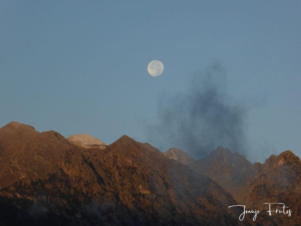 P1290816 1024x768 - Luna y nieve en el ValledeBenasque.