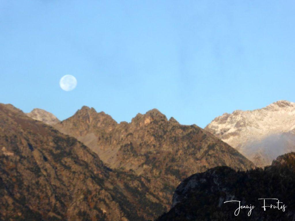 P1290826 1024x768 - Luna y nieve en el ValledeBenasque.